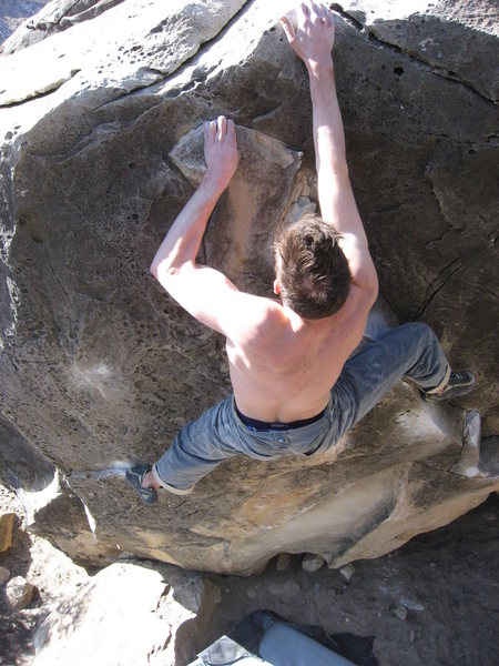 Time to press out the mantle. I found it best at this point to use a high left heel hook on the lip.