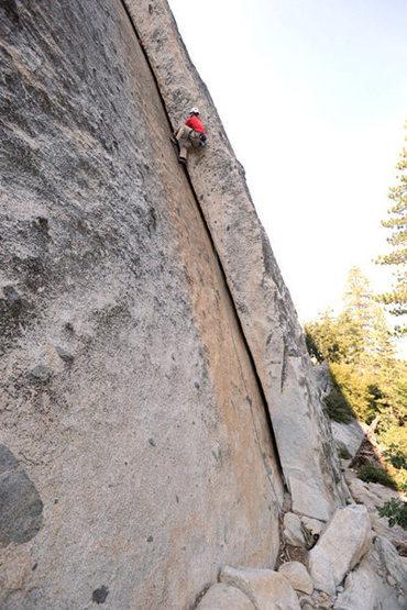 Rock Climbing Photo: Jesse Groves climbs through the crux of Tobin's Di...