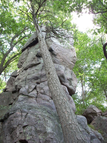 Rock Climbing Photo: The south face through the small overhang is liste...