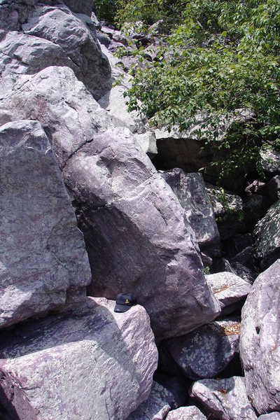 Climb up leaning corner of boulder.
