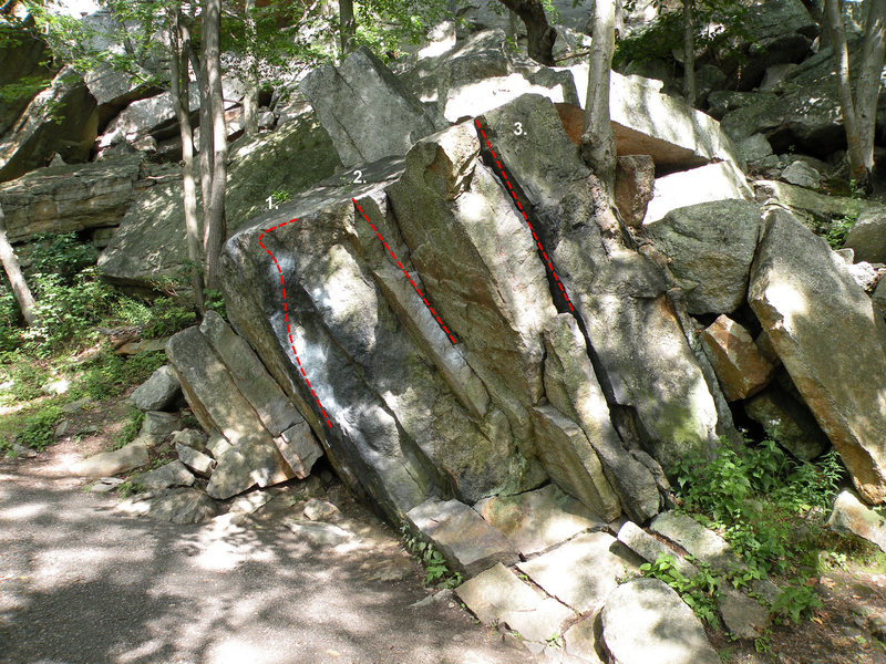 Rock Climbing Photo: The Black boulder, in the Pebbles Area area: 1. Bl...