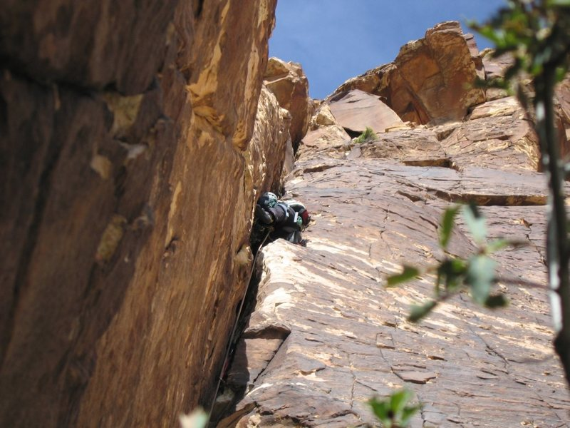 Rock Climbing Photo: Having a fun time leading the wide crack/chimney p...