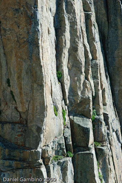 "This picture shows the beautiful 2nd ""Arete crack"" pitch.It starts off the obvious ledge."