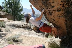 Rock Climbing Photo: Crux pull on Campfire Arete, V2-