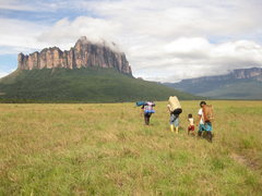 Rock Climbing Photo: Porters and guides leading us on the approach.  Ar...