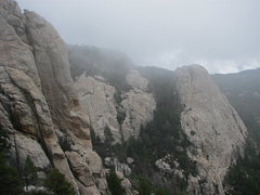 Rock Climbing Photo: Summer weather at the summit... Ravens and Rap Roc...