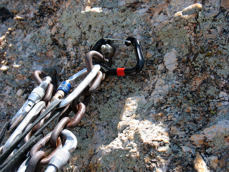 Traveling biner getting ready to be cleaned from anchors on [[MoMo Buttress]]105844368, Mt. Lemmon.