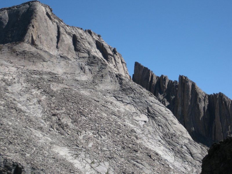 SW side of Longs, showing the homestretch and the Palisades to the right.  People are visible at the top.