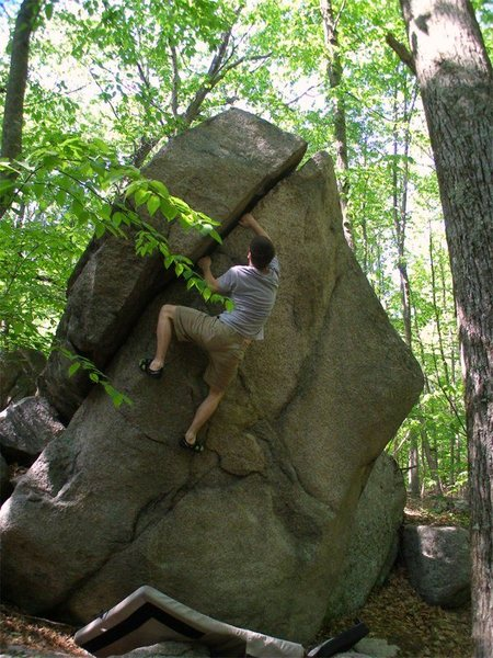 Rock Climbing Photo: Warm Up Crack.