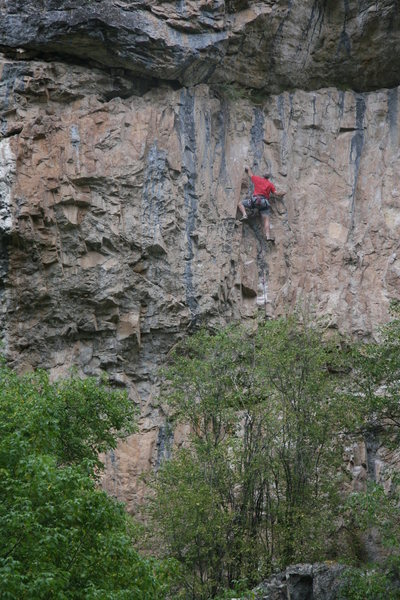 Rock Climbing Photo: Climber nearing the anchors on No Risk No Fin seen...