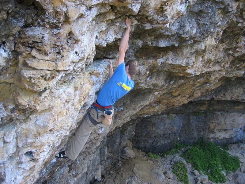 Rock Climbing Photo: a typical willow move: a long reach to a big hold....
