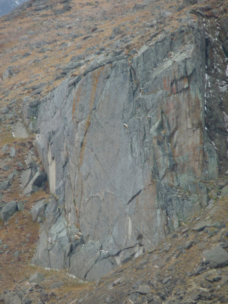 The mostly un-broken wall above lincoln lake on Mt.Evans.