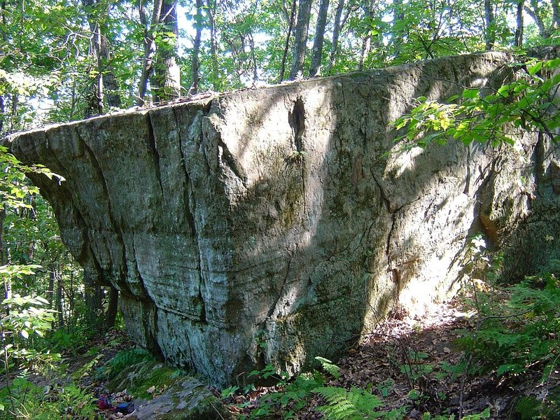 Rock Climbing Photo: Couple lines on the Napolean Boulder.  Napolean Co...