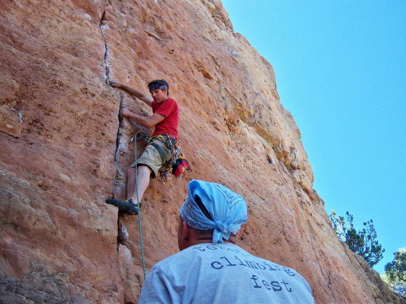 Rock Climbing Photo: Nivek loves crack!