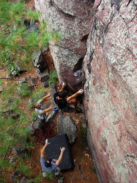 Rock Climbing Photo: Isaac Therneau starting Vivisection.  Sept 09.