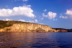 Rock Climbing Photo: Sailing towards Palisade Head from the south. Sept...