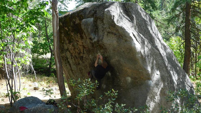 Jared Lavacque flashing Fridge Center V4 at the Fridge area @ Leavenworth Canyon