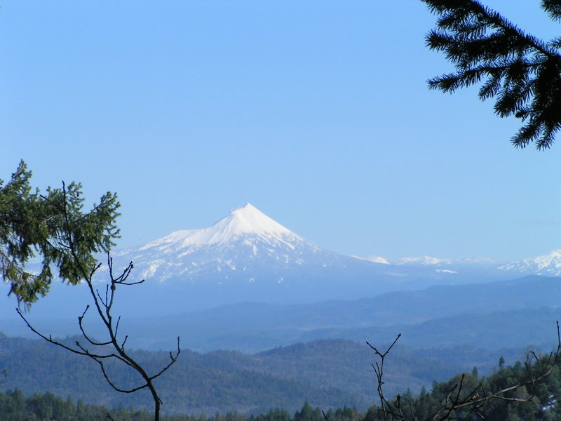 Rock Climbing Photo: View of Mt. McLaughlin from the crag.