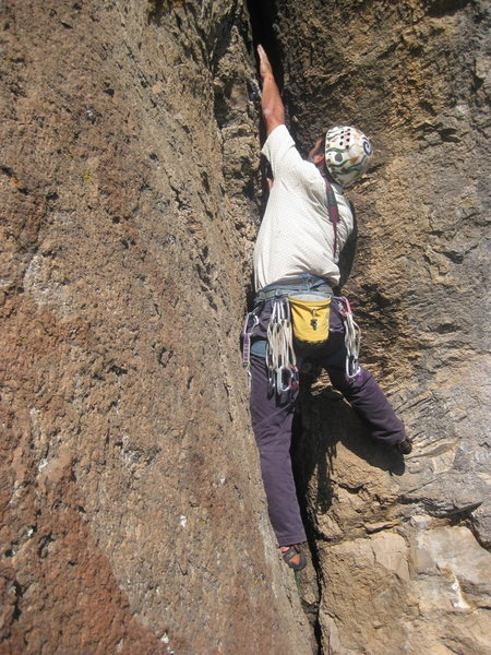Tim Sinson guns the rope up Gobiphobia for the 2nd ascent. Photo by H. Padilla.