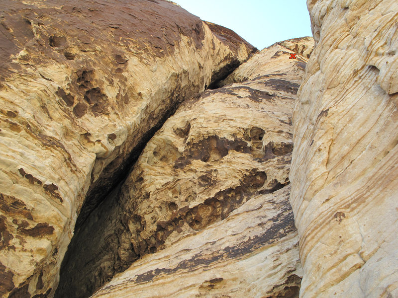 Rock Climbing Photo: Pitch 6 climbs huecos on the right side past the m...