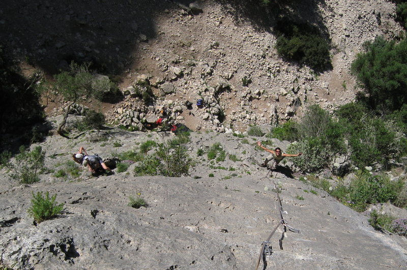 Looking down from La Ley del Deseo. Climbers on the left are on Polla Boba.