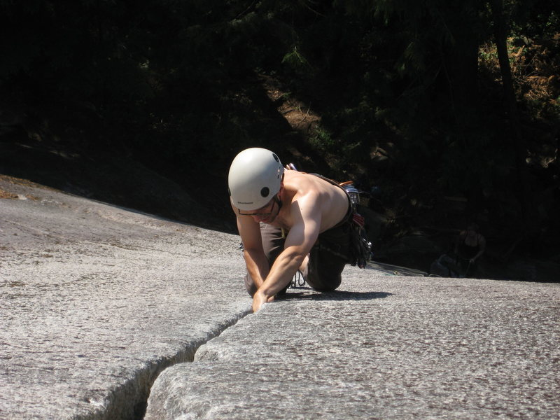 Climbing Klahanie crack, a beautiful 5.7 splitter in Squamish<br> <br>