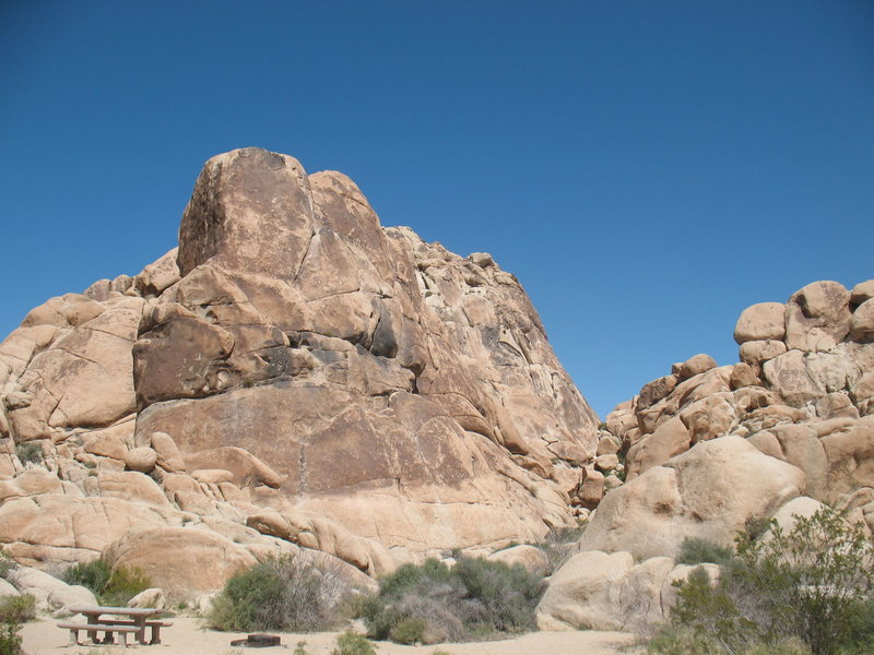 Willit Pillar and the Indian Palisades Corridor, Joshua Tree NP.