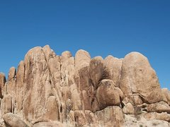 Rock Climbing Photo: The Bilbo Buttresses, Joshua Tree NP