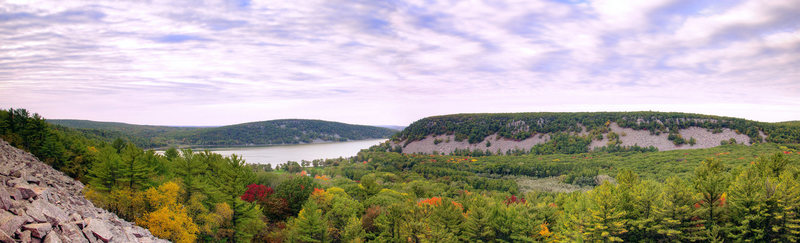 Rock Climbing Photo: The Lake from South Bluffs. Oct. 10, 2009.  Devils...