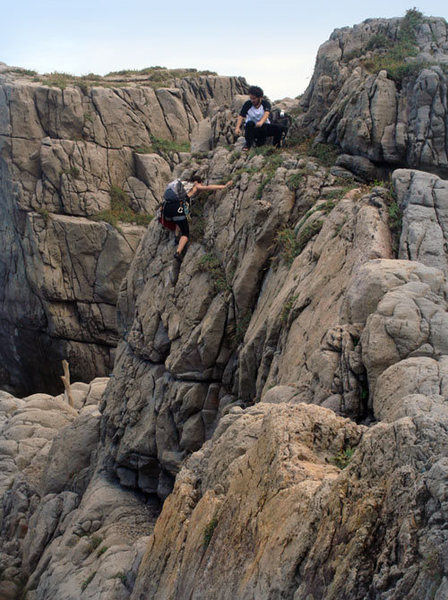 Rock Climbing Photo: scrambling around Lung Dung rock