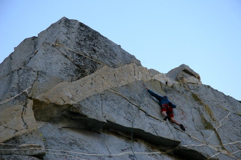 Rock Climbing Photo: Making the exposed clip above the overhang on Tumb...