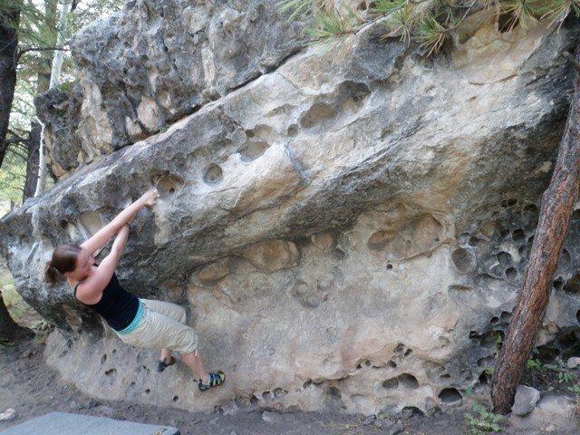 Warm-up boulder at Priest Draw