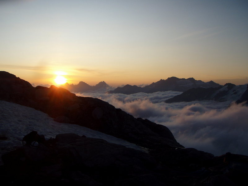 Rock Climbing Photo: Sunrise above the sea of clouds, Eldorado Peak, No...