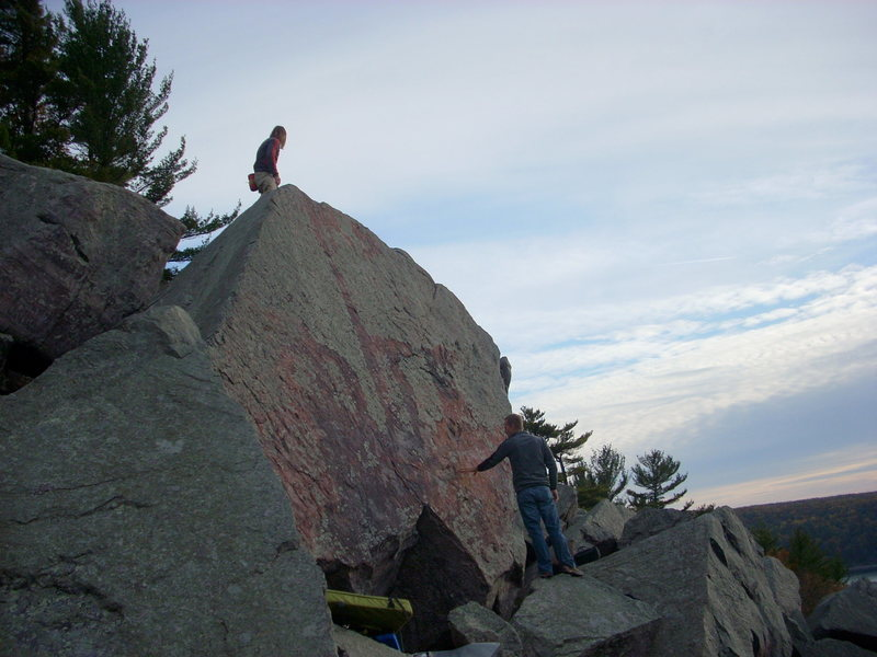 Rock Climbing Photo: Good view of the Australia Boulder. There is a pro...