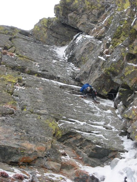 Chris Sheridan leading the M5 offwidth section of Bullet on 10-25-09.  Photo by Andy Grauch.