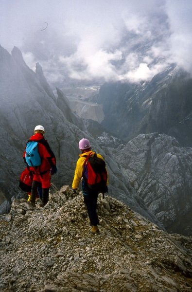 Rock Climbing Photo: Descending the summit ridge, with the  Freeport mi...
