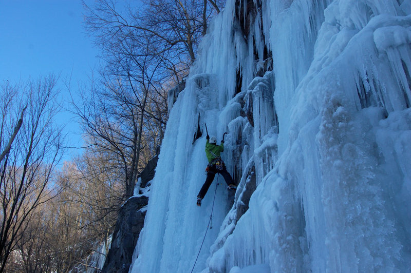 Rock Climbing Photo: Tim Anderson leading Caveshot