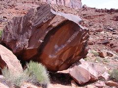 Rock Climbing Photo: Climbs up scoop.