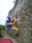 Rock Climbing Photo: V2 on a boulder before Grouse Slab