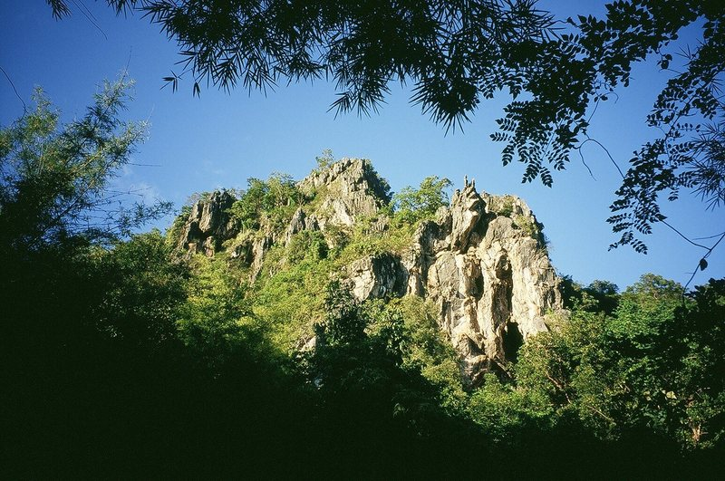 Rock Climbing Photo: The Archaway can be seen at the right hand end of ...