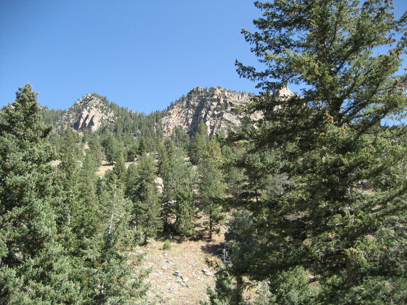 Rock Climbing Photo: View of Rincon and Cadillac crag from the hike up.