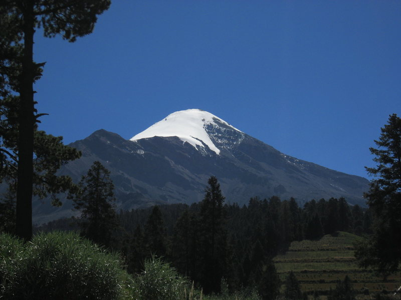 Pico de Orizaba from the road to the refugio.