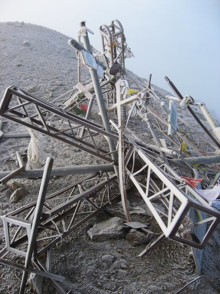 An unfortunate tangle of steel rubble marks the true summit.