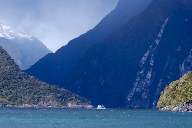 Rock Climbing Photo: Milford Sound, Fiordland (South Island, New Zealan...