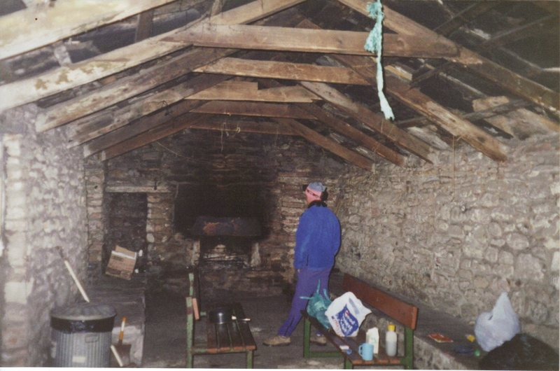Rock Climbing Photo: The free Bothy about an hours hike from the Old Ma...