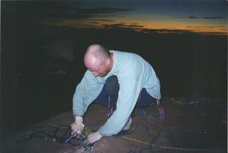 It was dark when arriving on the summit when fixing the rap bolts .. the light is the photo flash.