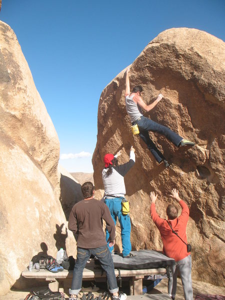 Reaching the lip on No Picnic (V3 R), Joshua Tree NP <br>