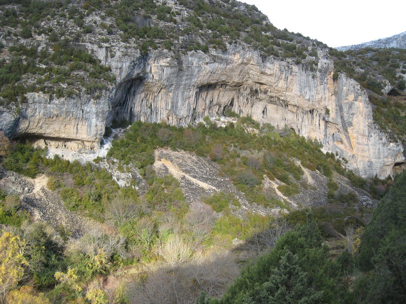 """Gran Boveda (center) is Mascun's best cliff.  The small cave on the left is """"Familia Manson"""", and the tower on the right is """"Nuit de Temps""""."""