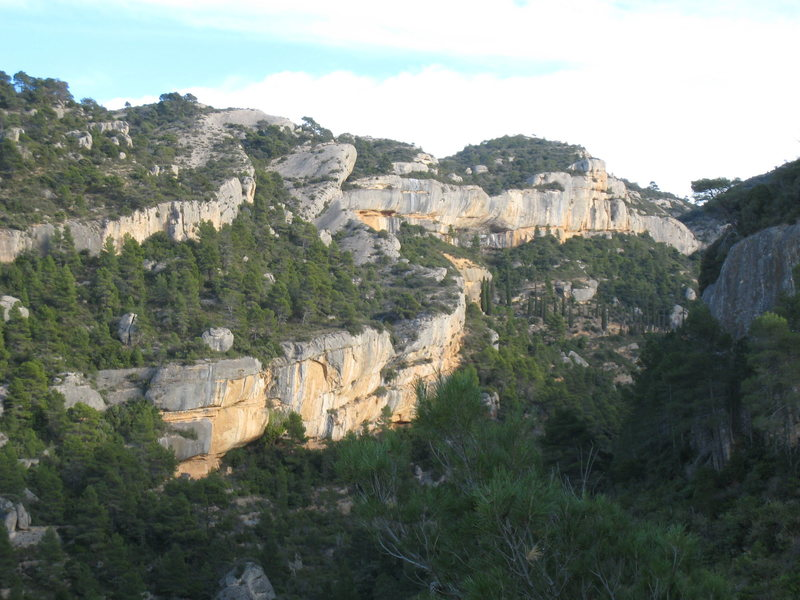 The Ermita & Cabernet cliffs have some of Margalef's best routes.