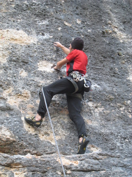 The first set of killer huecos, just above the thin crux of Entretres.
